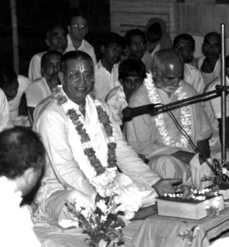 Srila-Govinda-Maharaj-Nbdp-floor-mike